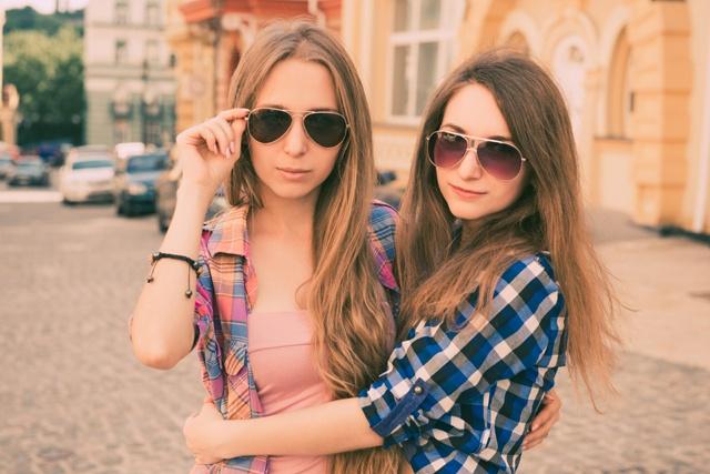 pareja de chicas lesbianas