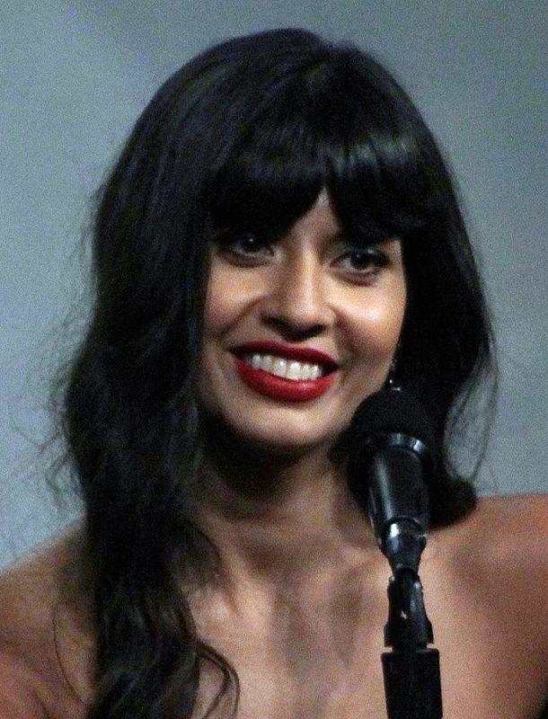 Jameela Jamil sale del armario como bisexual