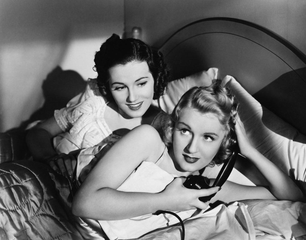 Mujeres lesbianas en la cama